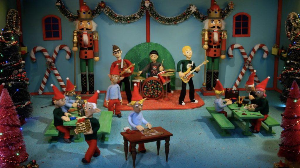 Blink 182 comparte un sencillo navideño: Not Another Christmas Song . [VIDEO]