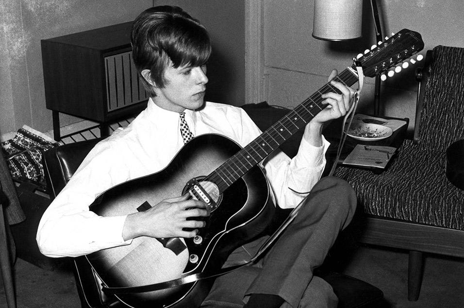 Escucha los covers de David Bowie a 'Mother' de John Lennon y 'Tryin' To Get To Heaven' de Bob Dylan